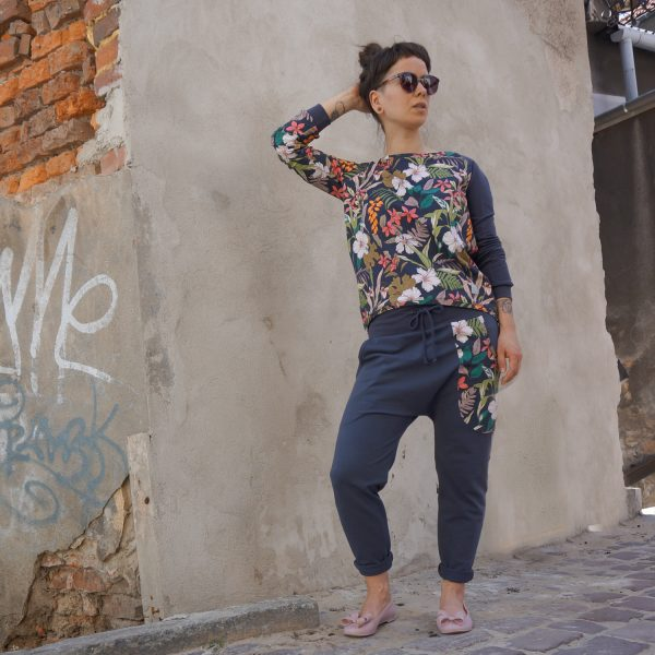 spodnie_kwiaty_grafit 9